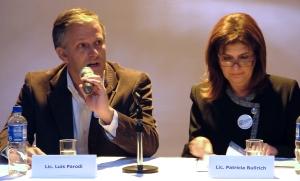 El Lic. Luis Parodi se dirije a los presentes. A su lado la Diputada Nacional Lic. Patricia Bullrich (Fotos ARVO REC)