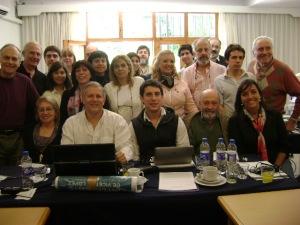 El Lic. Luis Parodi, Candidato a Intendente de la Coalición Cívica en Vicente López (sentado, 2do desde la izq.) junto a dirigentes y militantes.