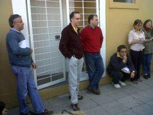 Lic. Luis Parodi, Candidato a Intendente por la Coalición Cïvica, con cuaderno blanco en mano.