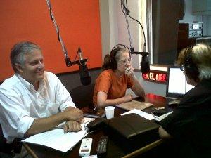 El Lic. Luis Parodi durante el programa en Radio Simphony