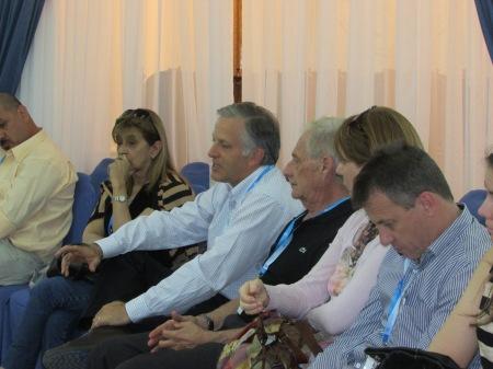 De izquierda a derecha la delegación de Vicente López: Ester Pou, Luis Parodi, Hugo Peretti y Pamela Niilus, en la Asamblea de la Red Nacional de Presupuesto Partticipativo